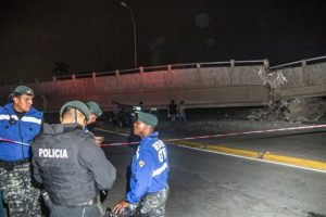 La réplica de mayor magnitud se registró a las 02.13 hora local a 9,7 kilómetros de profundidad cerca de Cabo Pasado, en la provincia de Manabí. Foto:AP. Imagen Por: