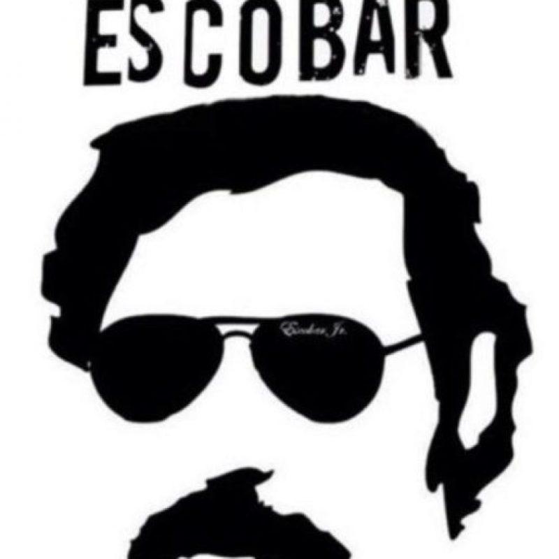 """Pablo Escobar no siempre fue considerado uno de los peores narcotraficantes de la Historia. De hecho, en 1982, en Colombia, se le llamaba """"El Robin Hood Paisa"""", por las obras benéficas que hacía en Medellín. Foto:vía Tumblr. Imagen Por:"""