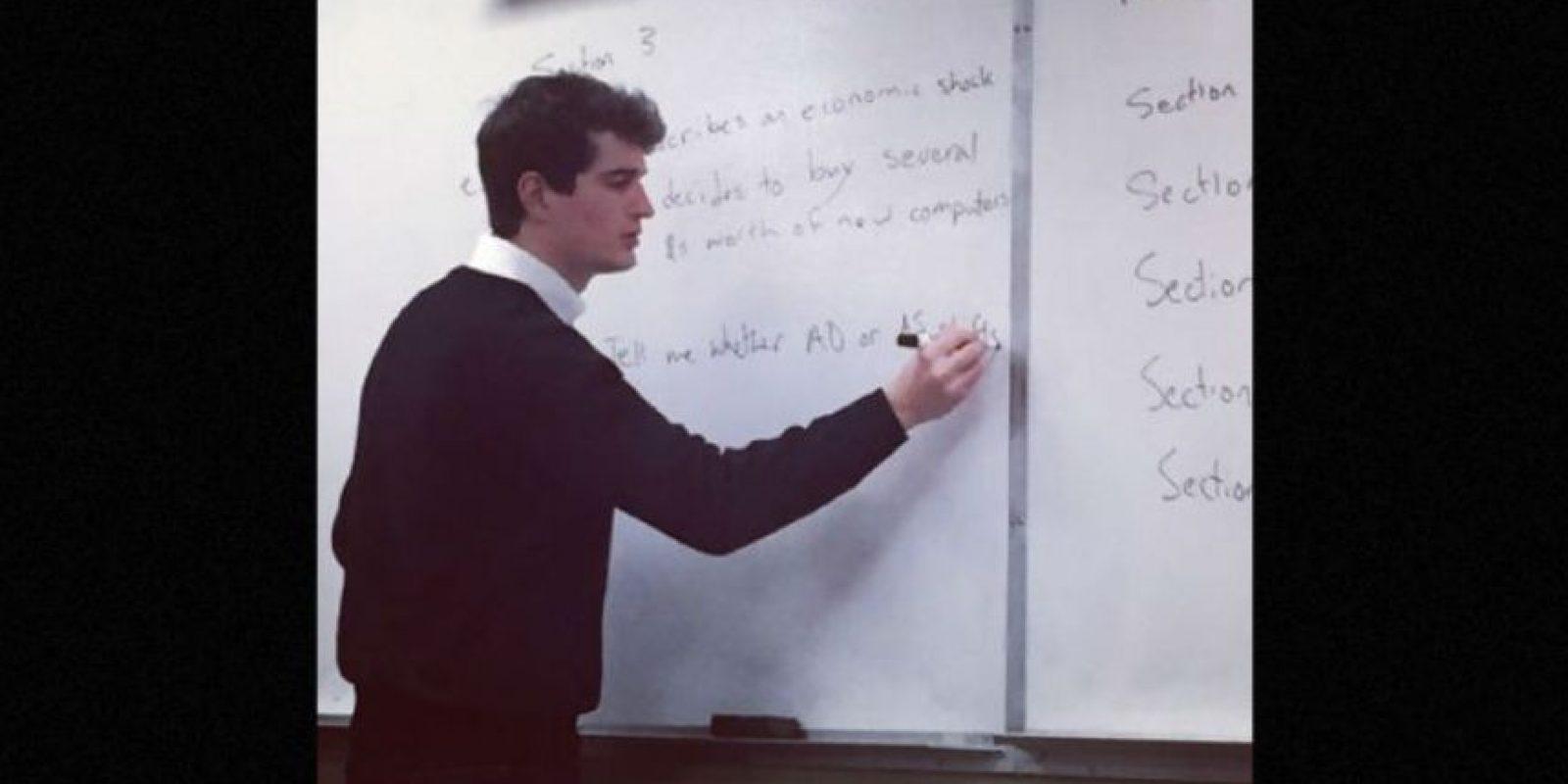 Pero él no es el único profesor admirado por sus alumnos, miren las fotos siguientes. Foto:Vía Instagram. Imagen Por: