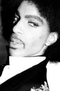 """Prince, también conocido bajo un símbolo impronunciable, que utilizó entre 1993 y 2000, fue llamado """"el artista antes conocido como Prince"""" o por la abreviatura """"TAFKAP"""". Foto:Vía Instagram/@Prince. Imagen Por:"""