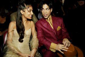En 1987, Lorna Nelson, media hermana del cantante, lo demandó alegando que ella había escrito algunos de sus éxitos. Prince ganó la demanda en 1989 Foto:Getty Images. Imagen Por: