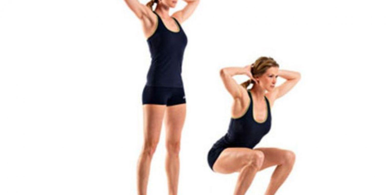 El coach de entrenamiento funcional Joaquín Acevedo Trejo recomienda estos cinco ejercicios: Squats o sentadillas profundas Foto:Twittter. Imagen Por: