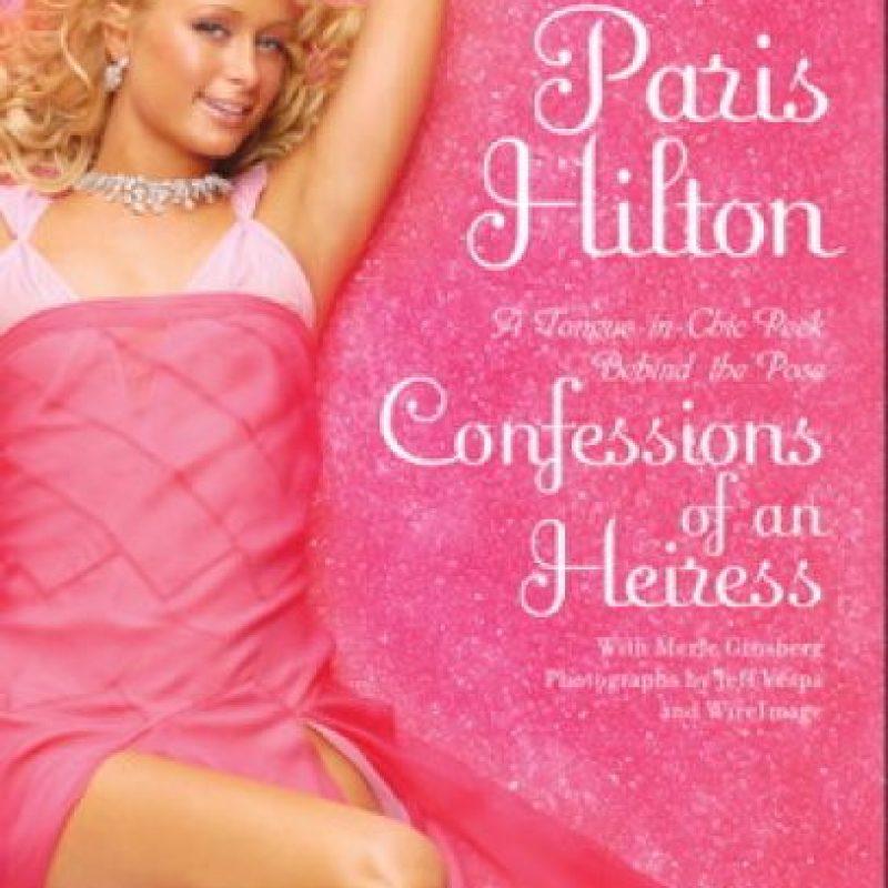 A sus 23 años, Paris Hilton llevó su vida a las páginas de este libro con portada rosada. Foto:Amazon. Imagen Por: