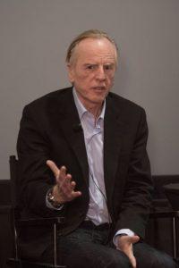 El es John Sculley. Dirigió Apple durante 10 años y los libros de historia le atribuyen haber despedido a Steve Jobs de su propia compañía. Foto:Wikicommons. Imagen Por: