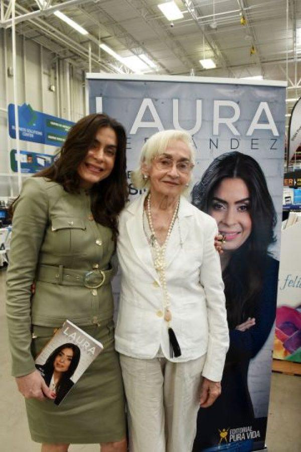 Laura Hernández durante la presentación de su nuevo libro. Foto:Denis Jones. Imagen Por:
