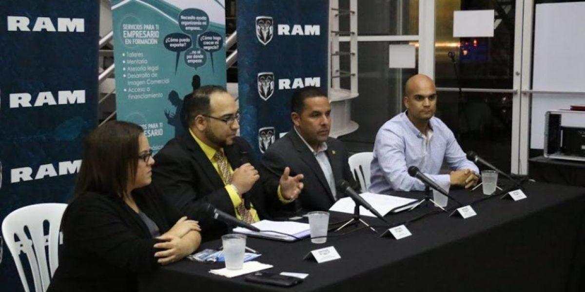 Conversatorio con emprendedores en Flagship Chrysler en Bayamón