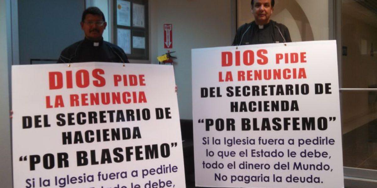 Reverendo pide la renuncia del jefe de Hacienda