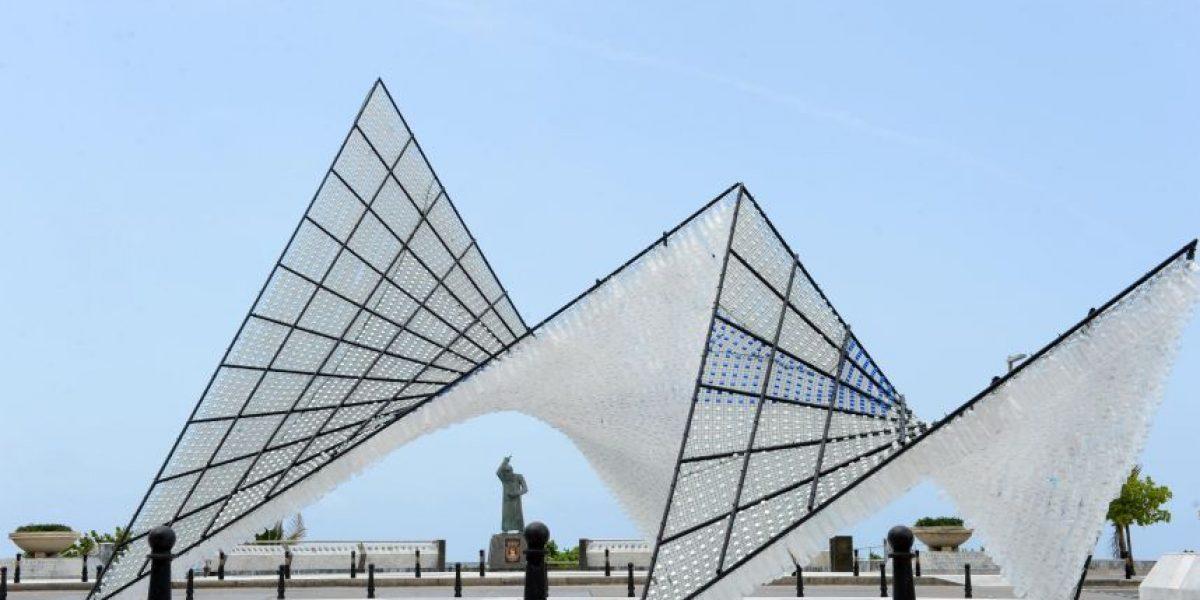 Escultura llama a la consciencia por el reciclaje