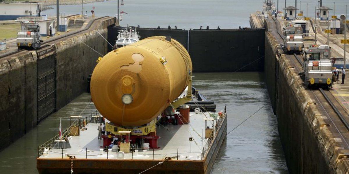 Tanque transbordador NASA cruza Canal de Panamá