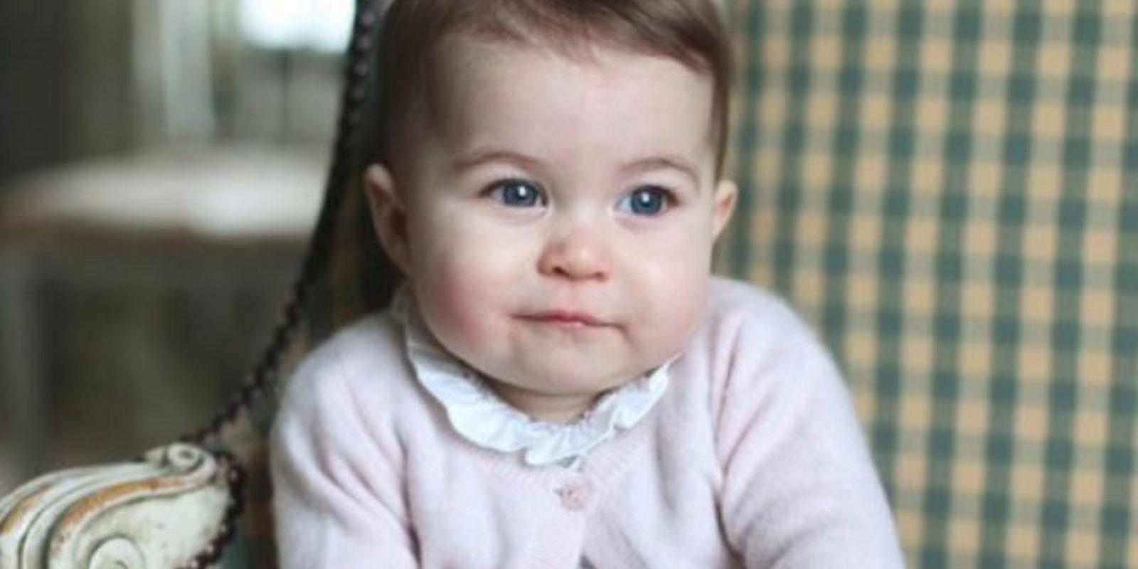 Su hermano mayor le lleva un año y medio. Foto:vía Facebook/The Royal Family. Imagen Por: