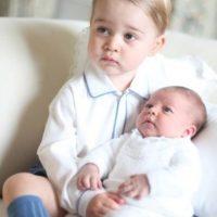 Estas fueron sus primeras fotos oficiales. Foto:vía Facebook/The Royal Family. Imagen Por:
