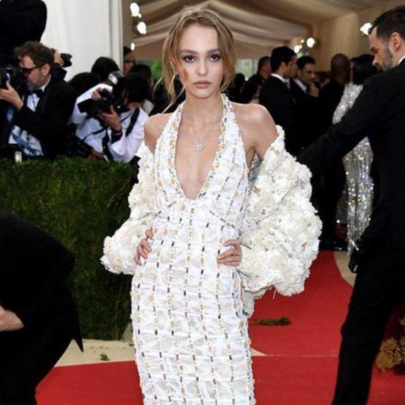 Lily Rose Depp, elegante, pero ¿y el tema? Foto:vía Getty Images. Imagen Por: