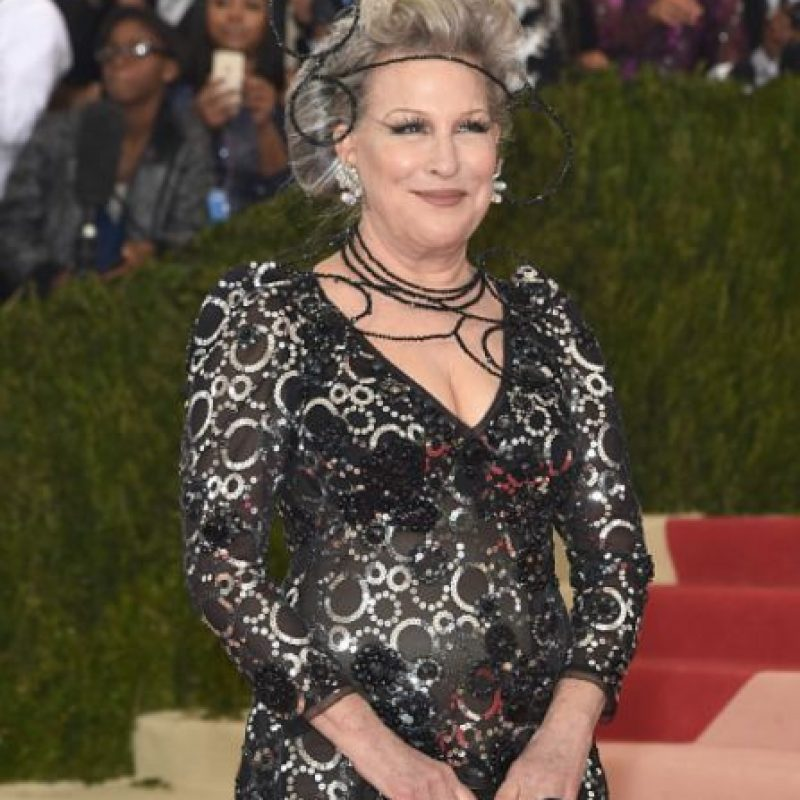 Bette Midler, con un arreglo inentendible. Foto: vía Getty Images. Imagen Por: