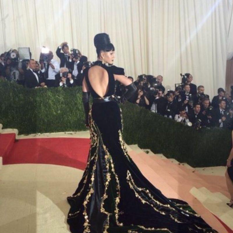 Así te debías vestir, Katy, el año pasado. Para el tema chino. Foto:vía Twitter. Imagen Por:
