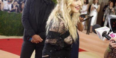 """Madonna disfrazada de Courtney Love y en sus épocas de """"Ray of Light"""" Foto:vía Twitter. Imagen Por:"""