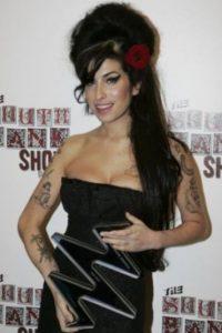 Narra la historia de la cantante británica fallecida en 2011. Foto:Getty Images. Imagen Por: