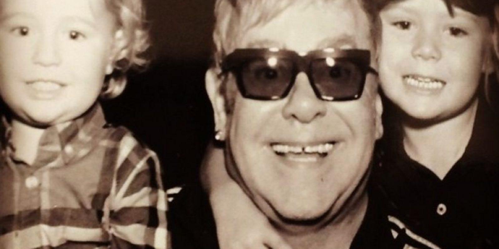 Elton John tiene dos hijos, Zachary Jackson Levon Furnish-John, Elijah Joseph Daniel Furnish-John Foto:Vía instagram.com/eltonjohn/. Imagen Por: