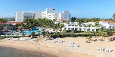 Entre las amenidades para toda la familia, cuentan con acceso a la playa y una gigantesca piscina con entrada tipo playa.. Imagen Por:
