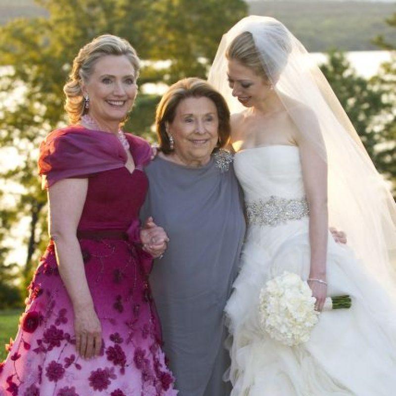 Es madre de Chelsea Clinton, hija producto de su matrimonio con el expresidente Bill Clinton. Foto:Getty Images. Imagen Por: