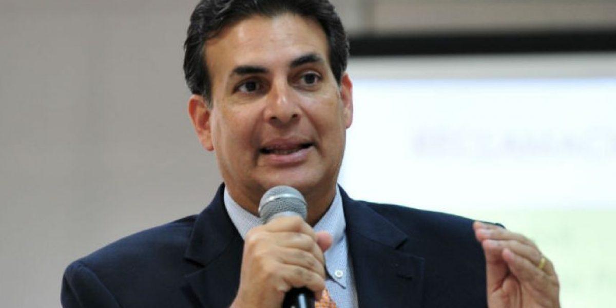 Bhatia cuestiona a Rosselló si le corresponde destituir comité de auditoría
