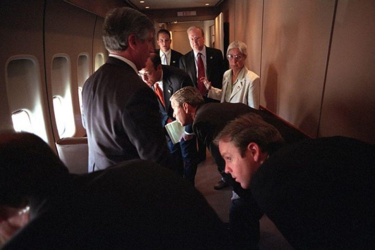 En ellas se puede ver al entonces presidente sobrevolando la zona cero Foto:George W Bush Presidential Library and Museum. Imagen Por: