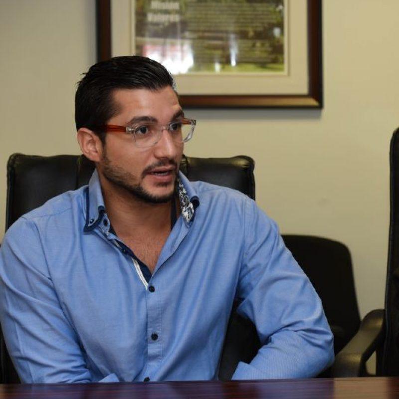 El profesor Alex Soto, director del programa de Tecnología Oftálmica de la EPS. Foto:Dennis Jones. Imagen Por: