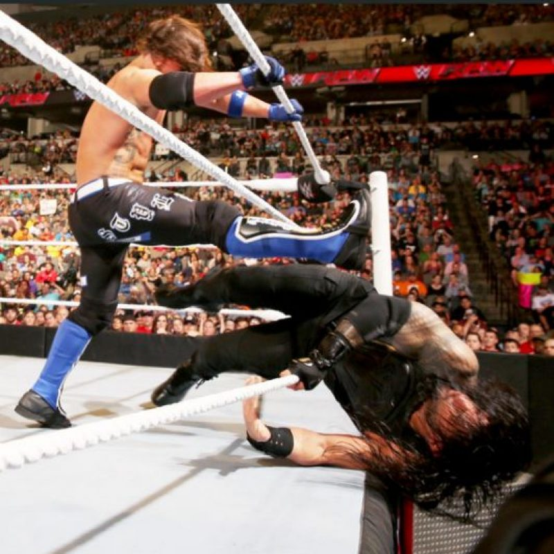 Fue una espectacular pelea de eliminación Foto:WWE. Imagen Por: