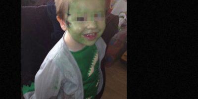 Mason, un pequeño niño recientemente diagnosticado con autismo estaba horrorizado con la idea de aceptar que alguien le cortara el cabello. Foto:vía Facebook. Imagen Por:
