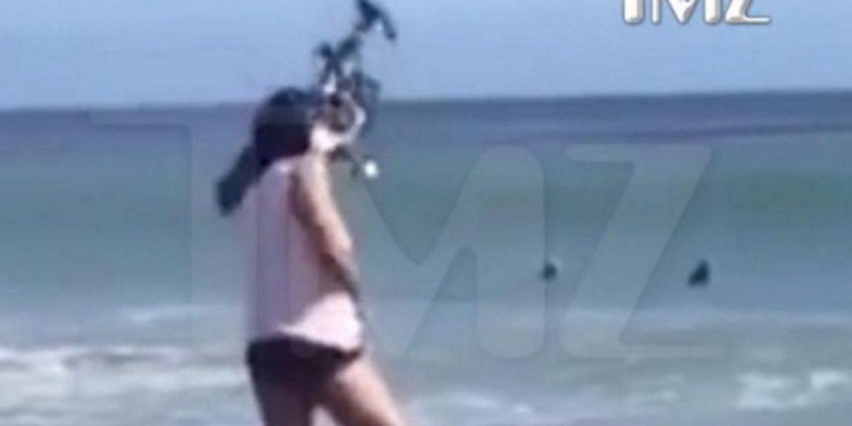 Dron impacta a una modelo en su rostro