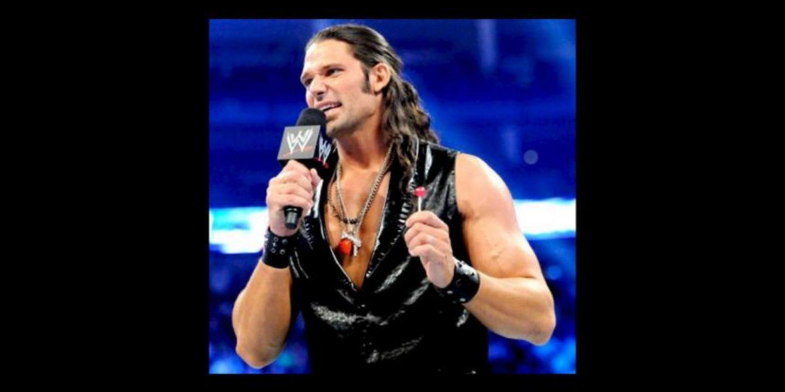 """Ahora era miembro del grupo """"The Social Outcast"""", junto a Bo Dallas, Curtis Axel, Heath Slater y Viktor Foto:WWE. Imagen Por:"""