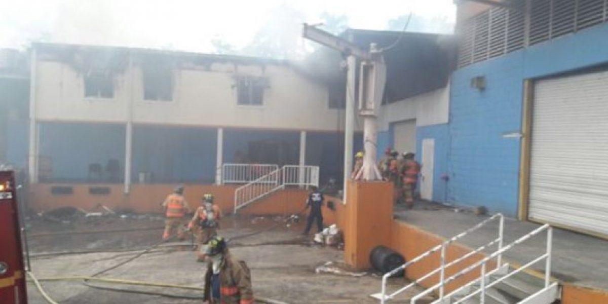 Incendio en almacén de la AEE
