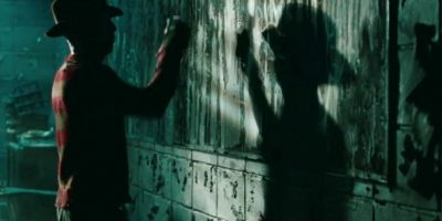 Freddy Krueger es un asesino serial que cruza la frontera entre los sueños y la realidad para destripar a sus víctimas con sus filosos guantes. Foto:vía Netflix. Imagen Por: