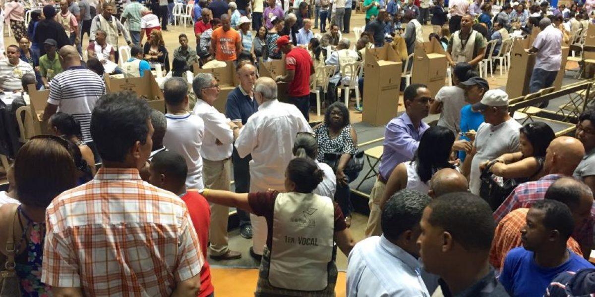 Miles de dominicanos ejercen su derecho al voto desde Puerto Rico