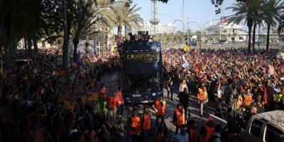 Fanáticos celebran con el barcelona Foto:AP. Imagen Por: