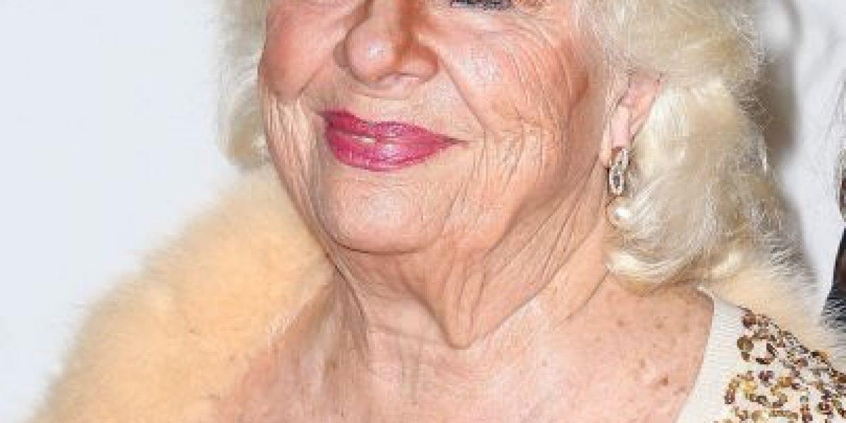 Actriz de 83 años posa en traje de baño