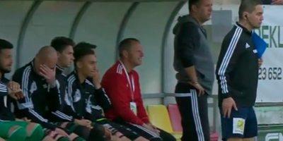 El cuarto árbitro Marek Pilny se presentó al partido en estado de ebriedad Foto:Twitter. Imagen Por: