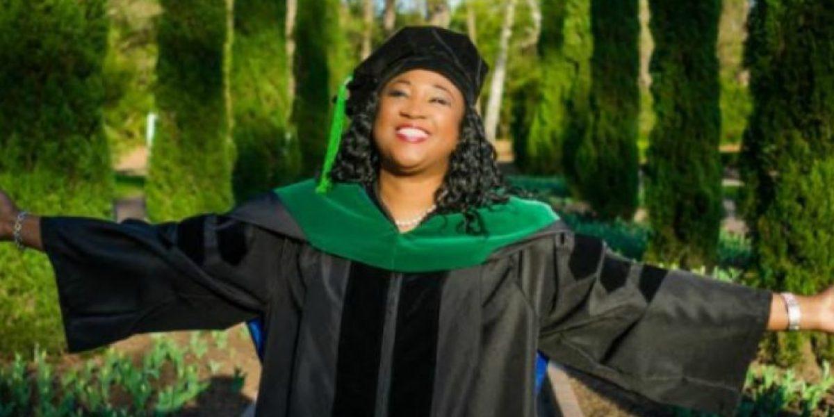 Mujer termina carrera universitaria a sus 46 años