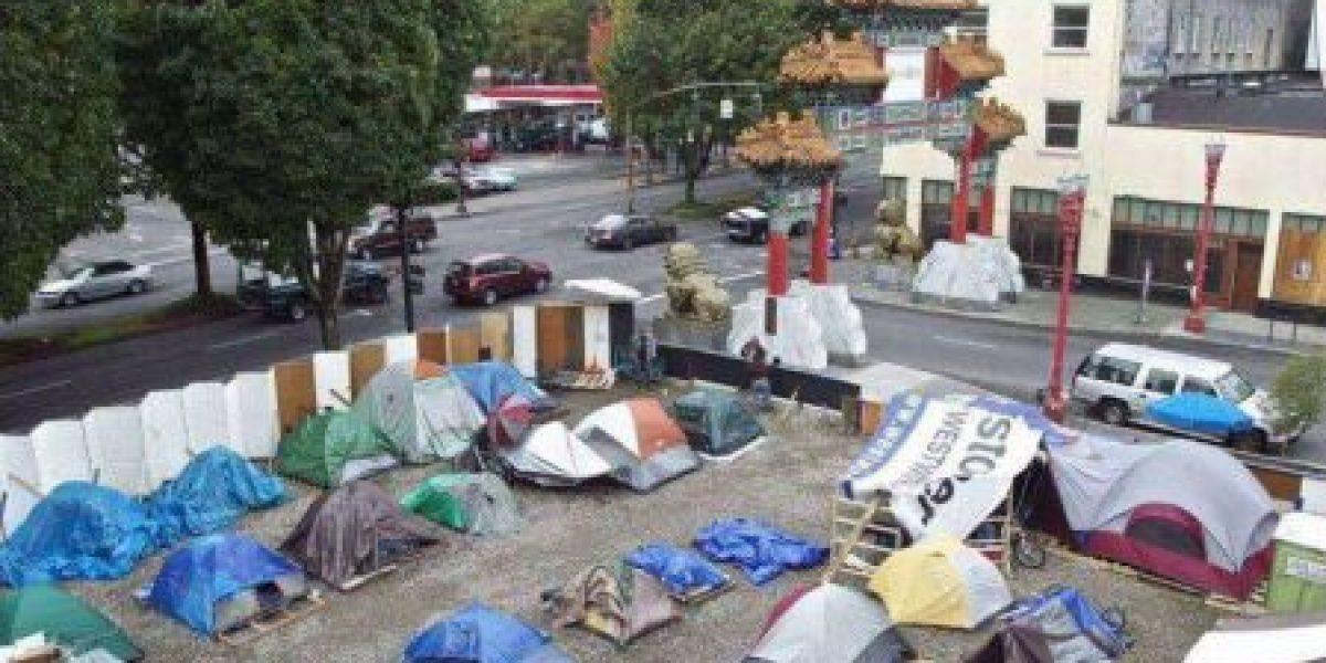 Confunden campamento de deambulantes con familias boricuas en EE.UU.