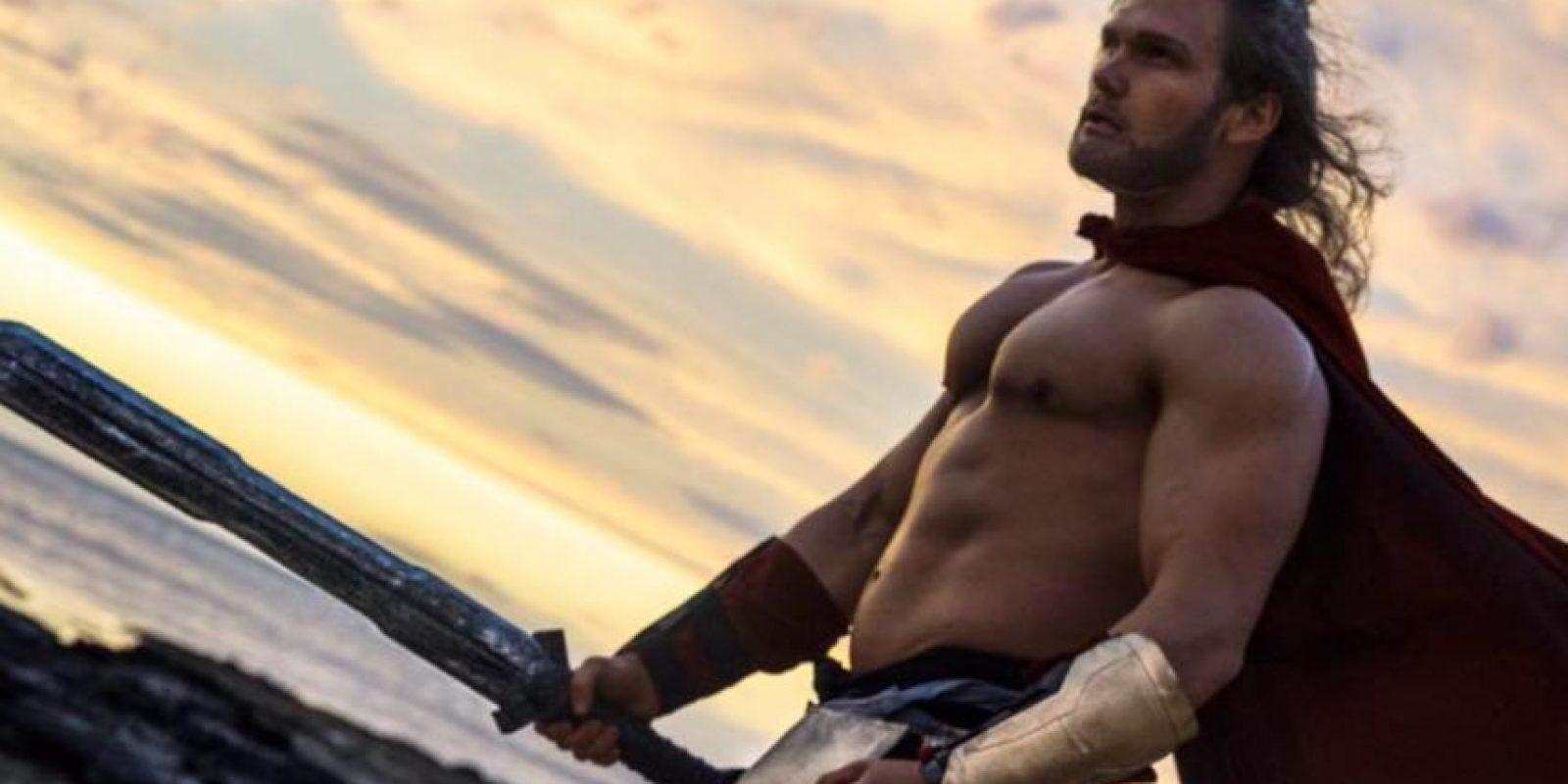 """Se ha hecho famoso en redes por su personificación de """"Thor"""". Foto:vía Facebook/ThorOfOz. Imagen Por:"""