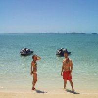 La popularidad de la pareja creció en redes sociales como Instagram, donde sus fotos reciben millones de likes en cuestión de horas. Foto:vía instagram.com/calvinharris. Imagen Por:
