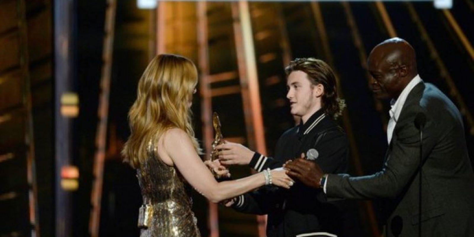 Recibió el premio de icono de manos de su hijo Foto:Getty Images. Imagen Por: