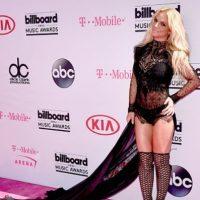 Britney: Madonna ya hizo esto. De hecho, lo ha estado haciendo por más de 30 años. Beyoncé y todas las demás lo han hecho. ¿Qué hay de nuevo en este vestido y las espantosas calzas que le acompañan? Foto:vía Getty Images. Imagen Por: