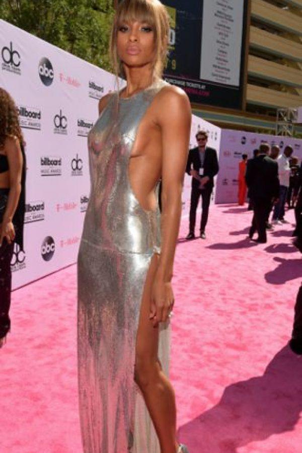 Ciara en un look bastante limpio. Se puede ser sexy y sobria a la vez. Foto:vía Getty Images. Imagen Por: