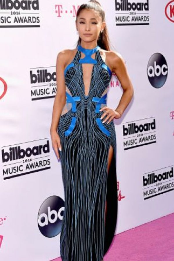 ¿Por qué a Ariana Grande siempre le ponen vestidos que le quedan gigantes? Foto:vía Getty Images. Imagen Por: