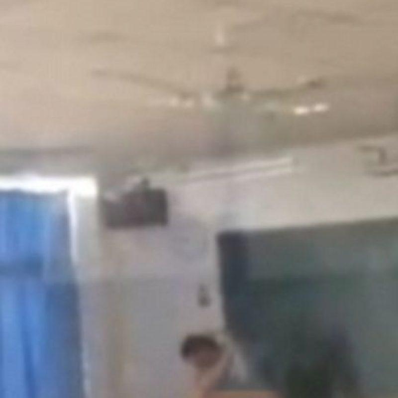 El profesor en cuestión se encuentra bajo investigación por violar el código de conducta. Foto:LiveLeak. Imagen Por: