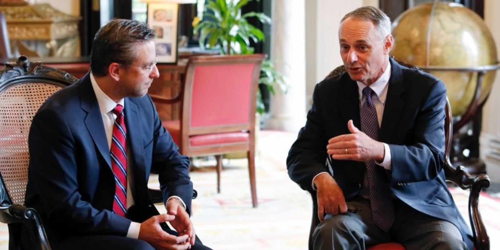 Rob manfred se reunió con el gobernador de Puerto Rico, Alejandro García Padilla. Foto:Suministrada. Imagen Por: