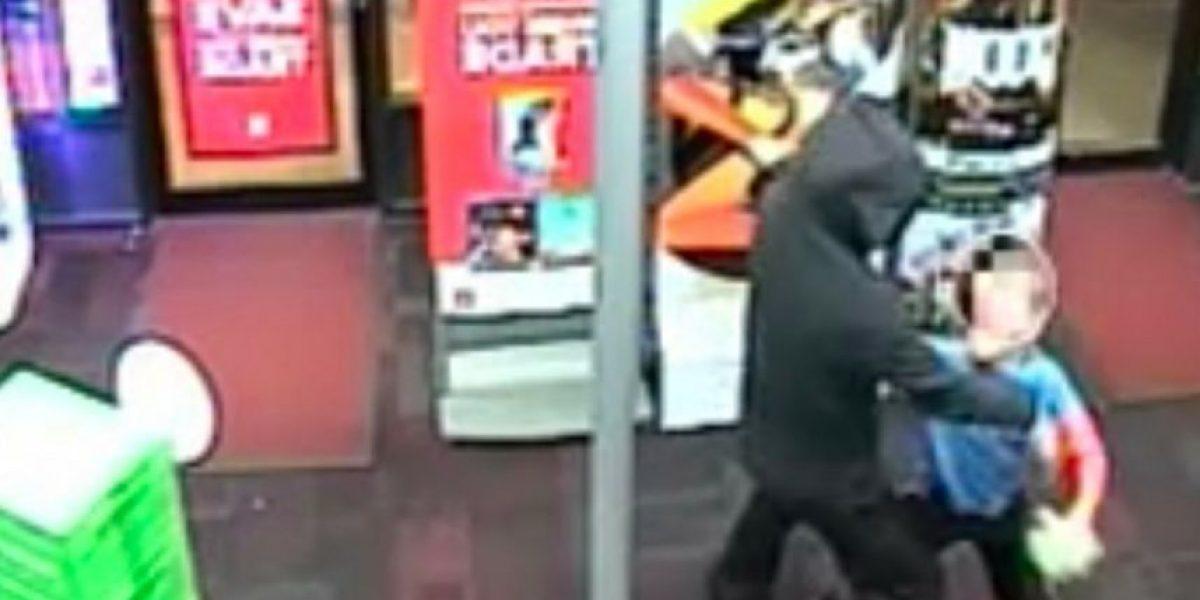 Niño de 7 años golpea a ladrón armado