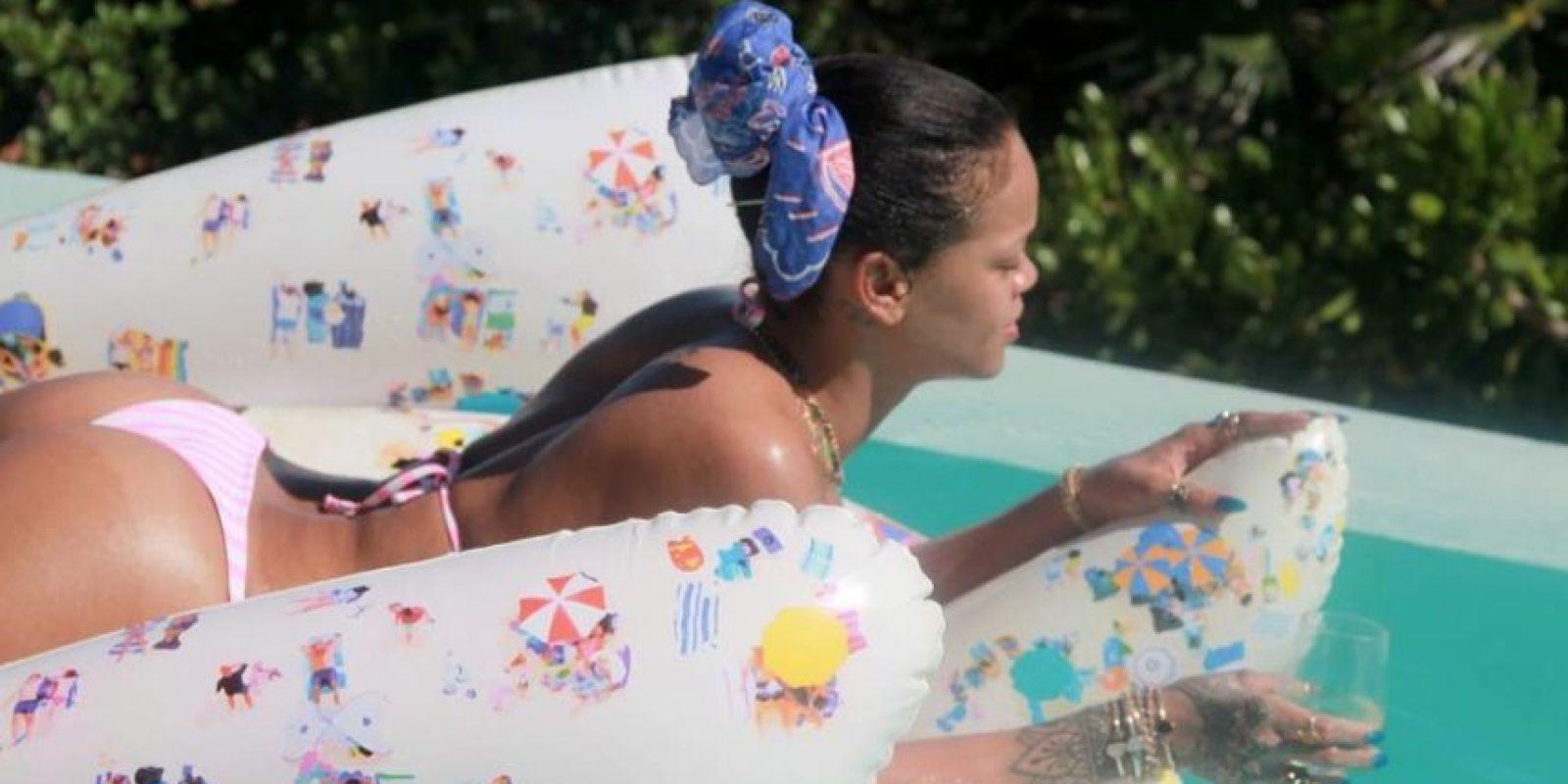 Rihanna se veía divertida y relajada sobre él Foto:Vía Instagram/@mdollas11. Imagen Por: