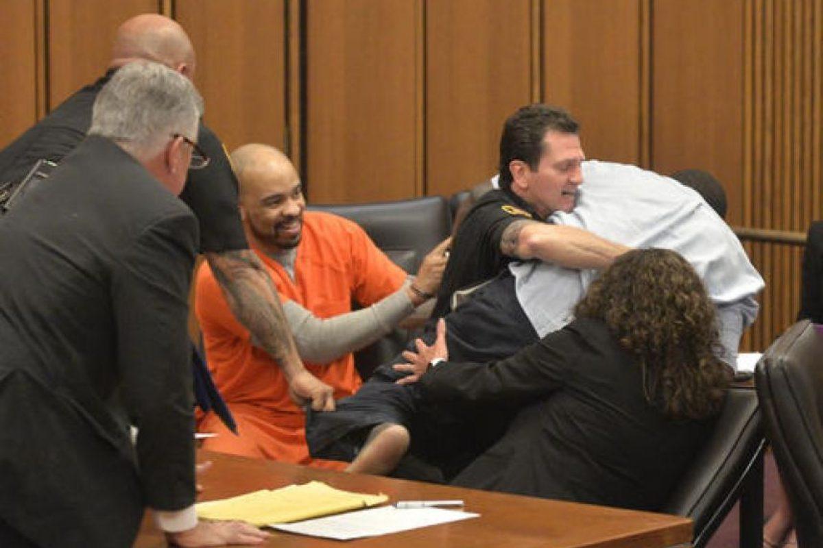 Para evitar esa sentencia sus abogados aseguraron que había cometido asesinato pero no lo había planeado. Foto:AP. Imagen Por: