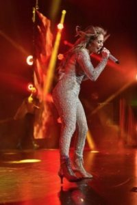 Cautivó a los asistentes con sus curvas Foto:Getty Images. Imagen Por: